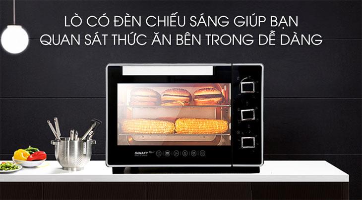 Đèn trong khoang lò giúp bạn dễ dàng theo dõi tình trạng thực phẩm bên trong