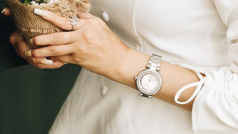 Top 5 đồng hồ hồng nữ tính, thích hợp làm quà tặng 20/10 cho các nàng