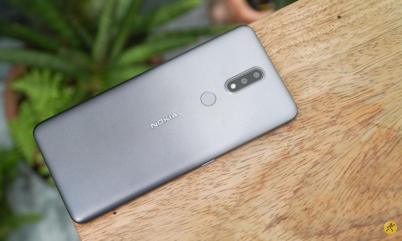 Chiếc Nokia 2.4 màu xám