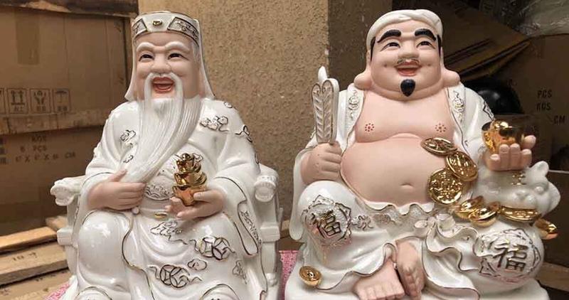 Mẫu tượng sứ trắng viền hồng