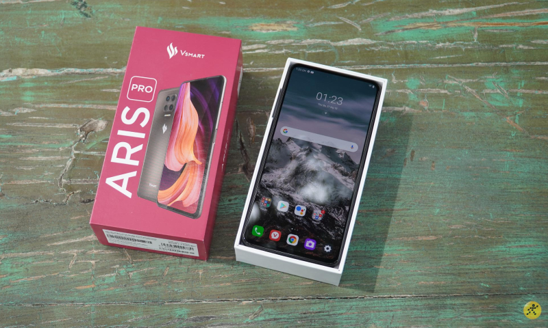 The Vsmart Aris Pro is gray when unboxed