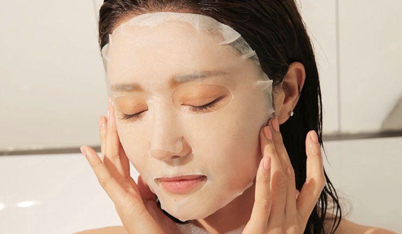 Lợi ích của việc đắp mặt nạ bằng giấy kèm màng bọc thực phẩm