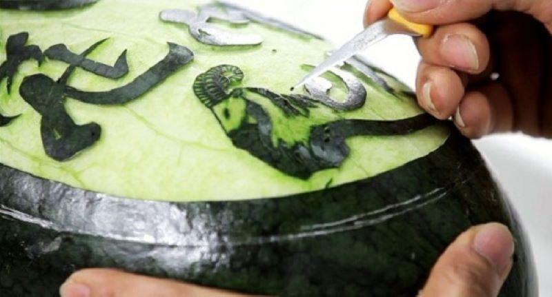 Tạo các nét thanh mảnh bằng mũi dao