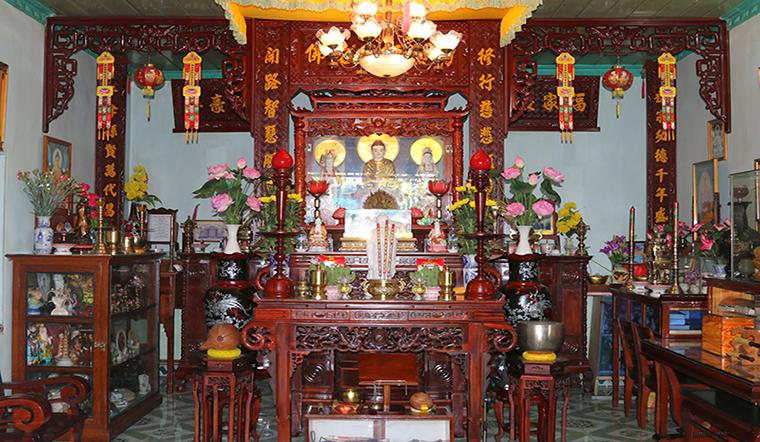 Nhà có nhiều bàn thờ, thắp nhang theo thứ tự như thế nào cho đúng?