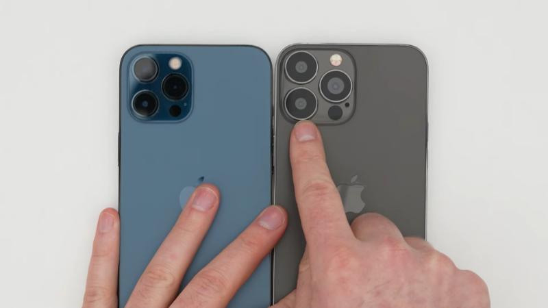 Ống kính camera sau của iPhone 13 Pro Max (bên phải) to hơn rất nhiều so với người tiền nhiệm. (Nguồn: Unbox Therapy).