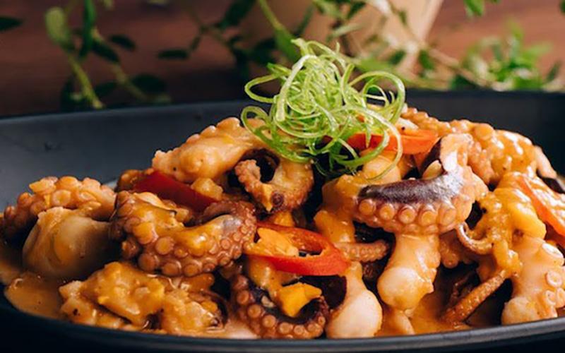 Món bạch tuộc xào nấm