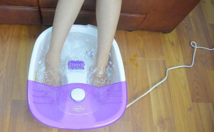 Sử dụng bồn ngâm chân giúp tăng cường khả năng lưu thông máu