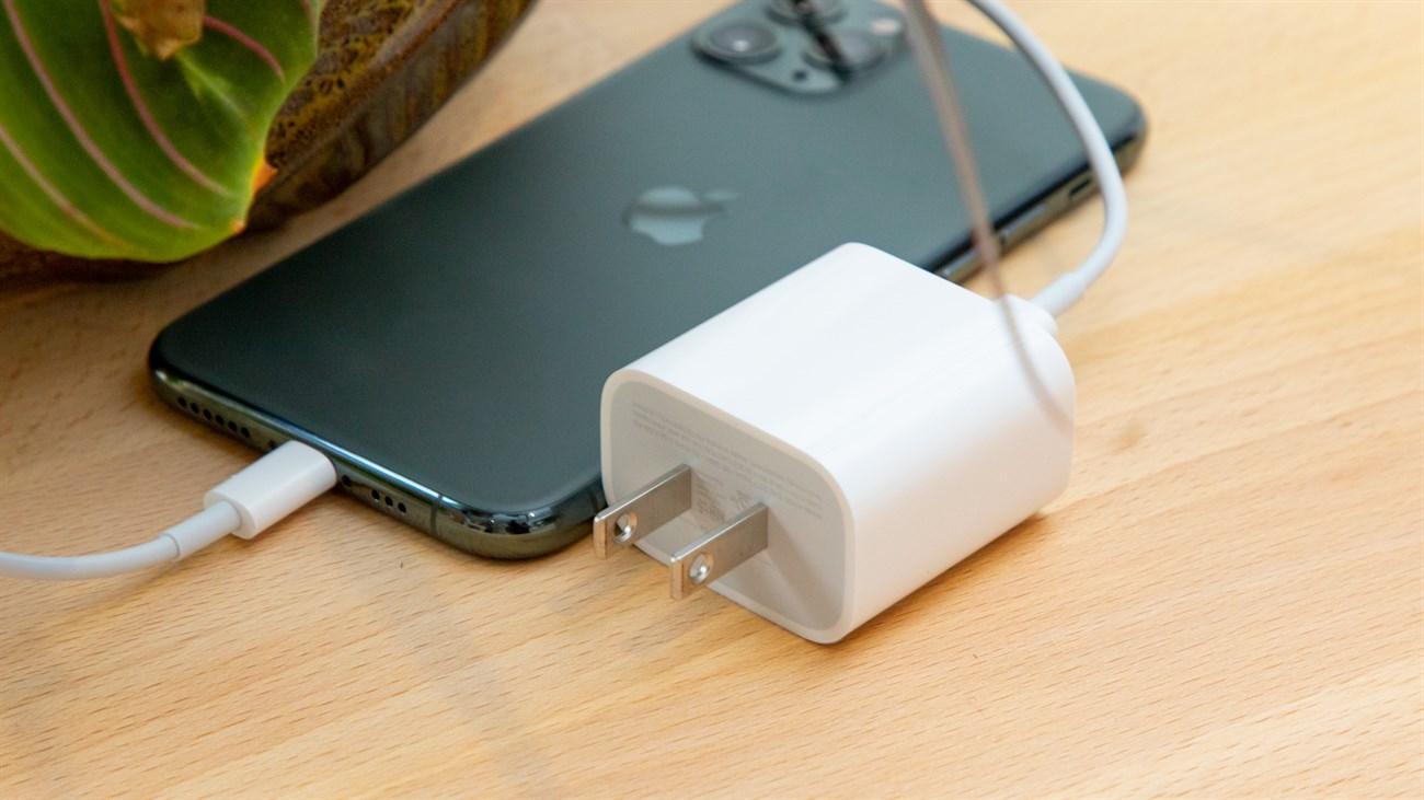 cách sạc pin cho iPhone 12 củ sạc Apple 18 W