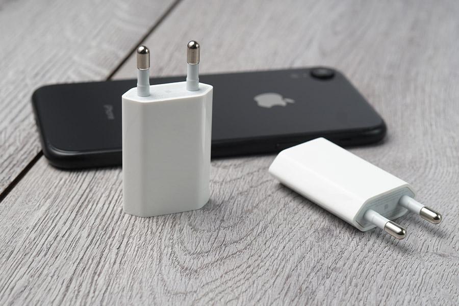 cách sạc pin cho iPhone 12 Sạc iphone 12 bằng củ sạc cũ