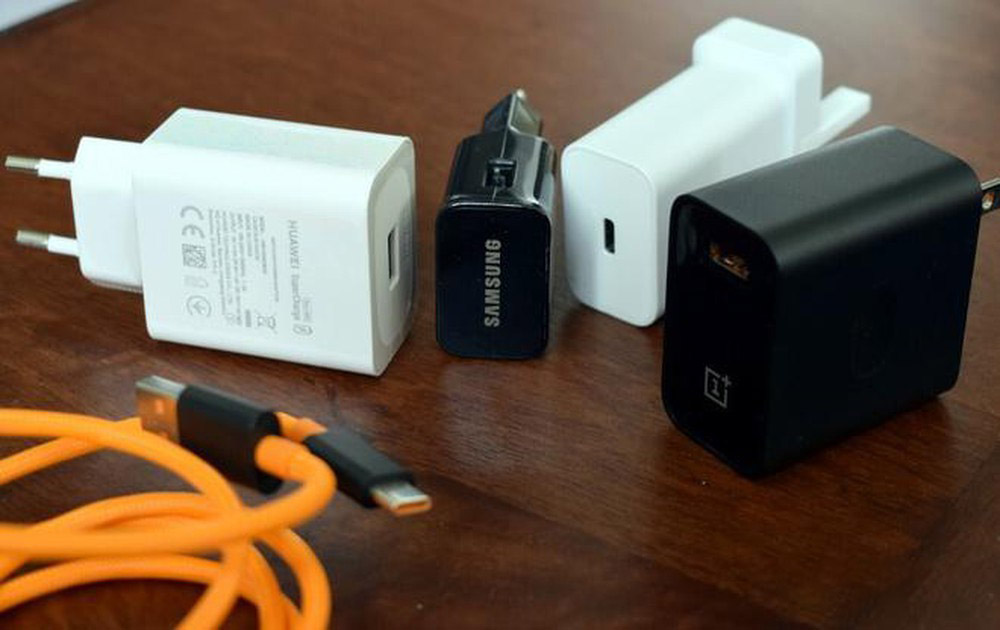 cách sạc pin cho iPhone 12 Củ sạc Samsung, Xiaomi