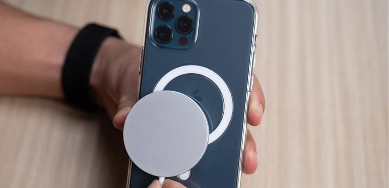 8 cách sạc pin cho iPhone 12 khi Apple không đi kèm củ sạc