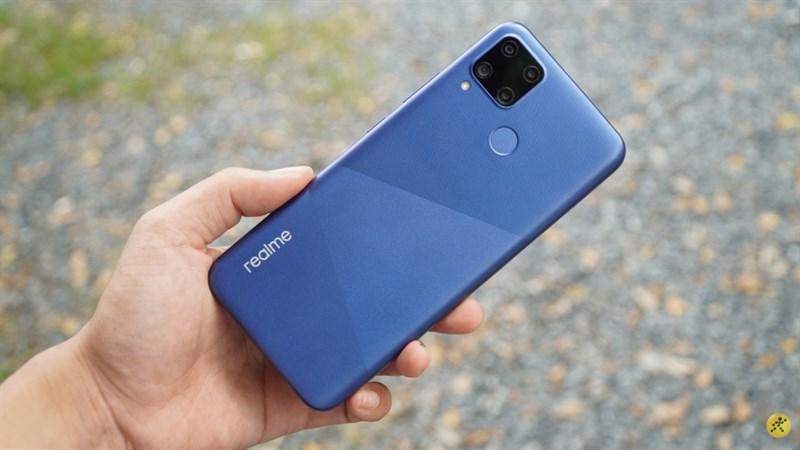 Chiếc Realme C15 màu xanh