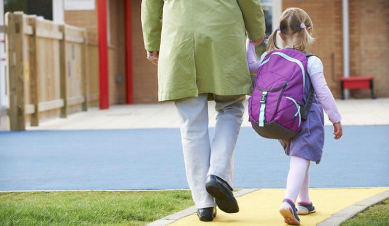 Có nên cho trẻ đi học sớm?