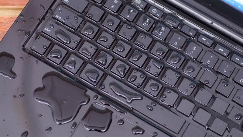 Đem theo laptop khi đi dưới trời mưa cần phải chú ý 6 điều sau đây