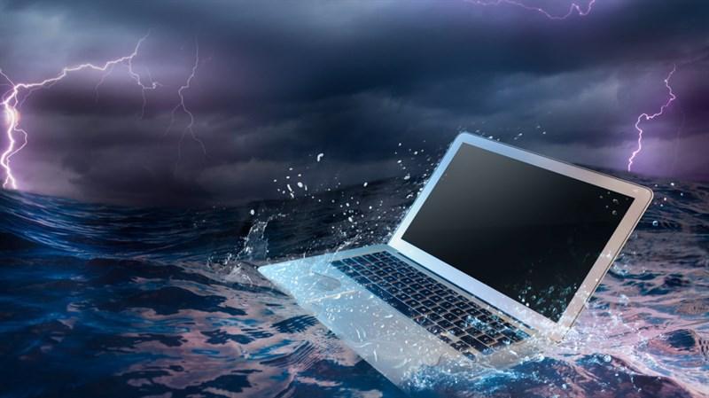 Cách xử lý laptop đi mưa