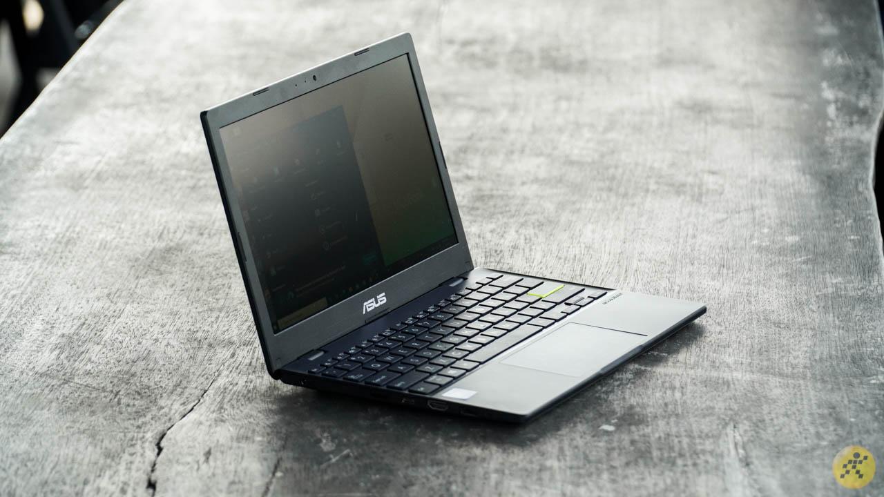 Overall design of the ASUS VivoBook E210MA