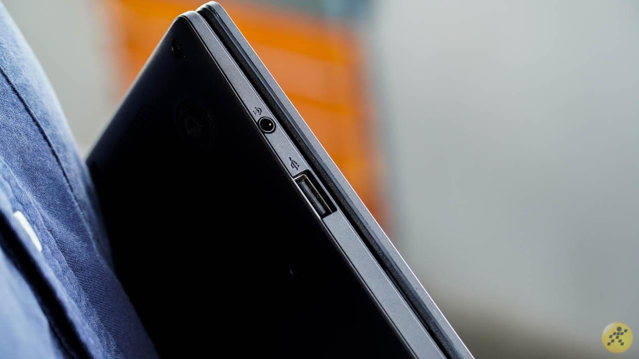 The right edge of the ASUS VivoBook E210MA