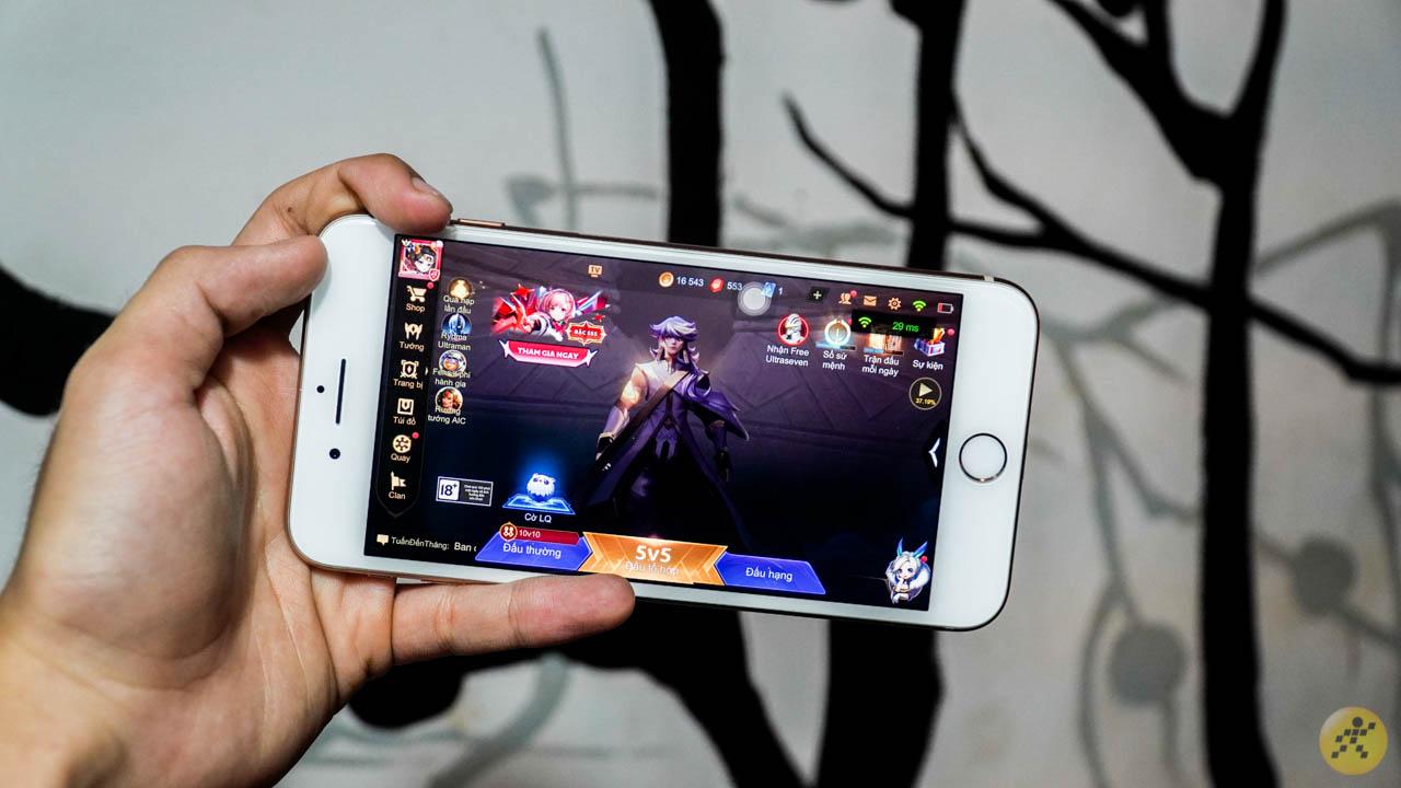 mình dự đoán, cấu hình của iPhone 8 Plus vẫn có thể chạy mượt mà trên hệ điều hành mới
