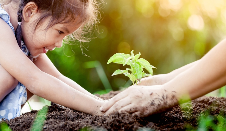Không cho trẻ chơi với bùn đất có thật sự tốt như bạn nghĩ?
