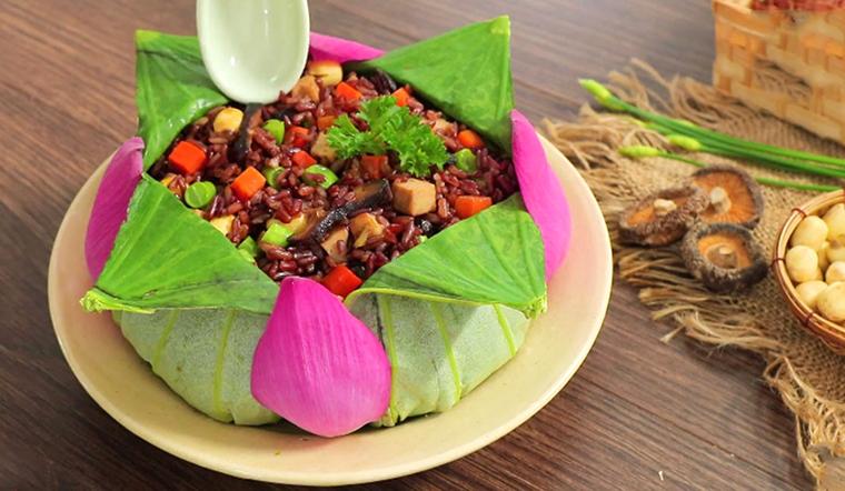 Cách làm cơm gạo lứt trộn ngon miệng, nhẹ bụng để ăn sáng