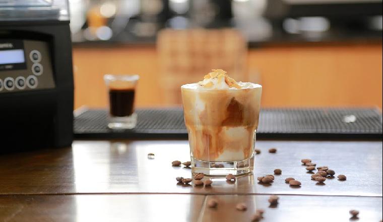 2 cách làm cà phê dừa ngon miệng, béo ngậy khiến bạn chỉ muốn uống mãi