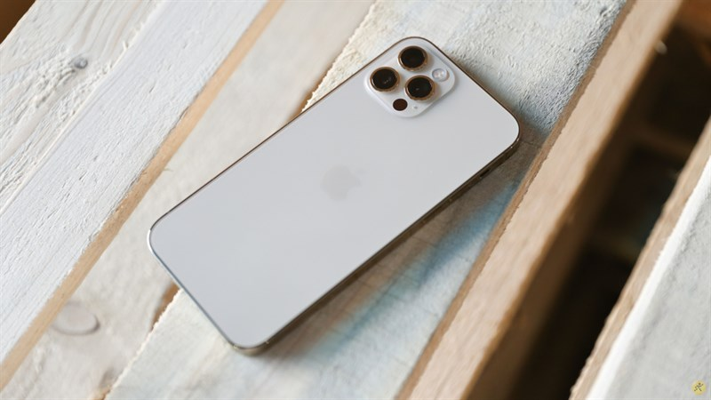 Chiếc iPhone 12 Pro màu vàng chính hãng