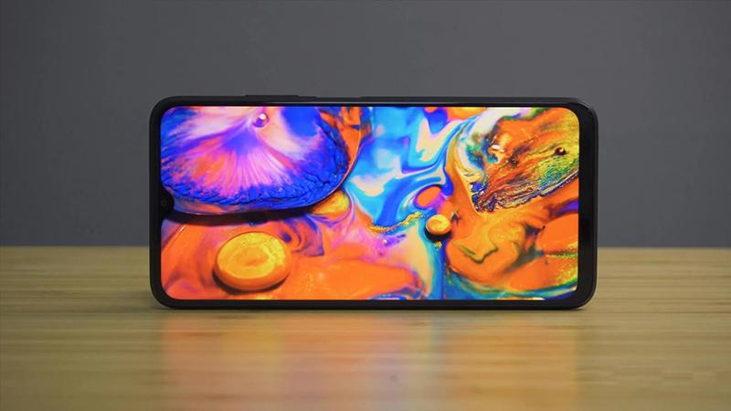 Màn hình POCO M3 hiển thị màu sắc tương đối đẹp mắt