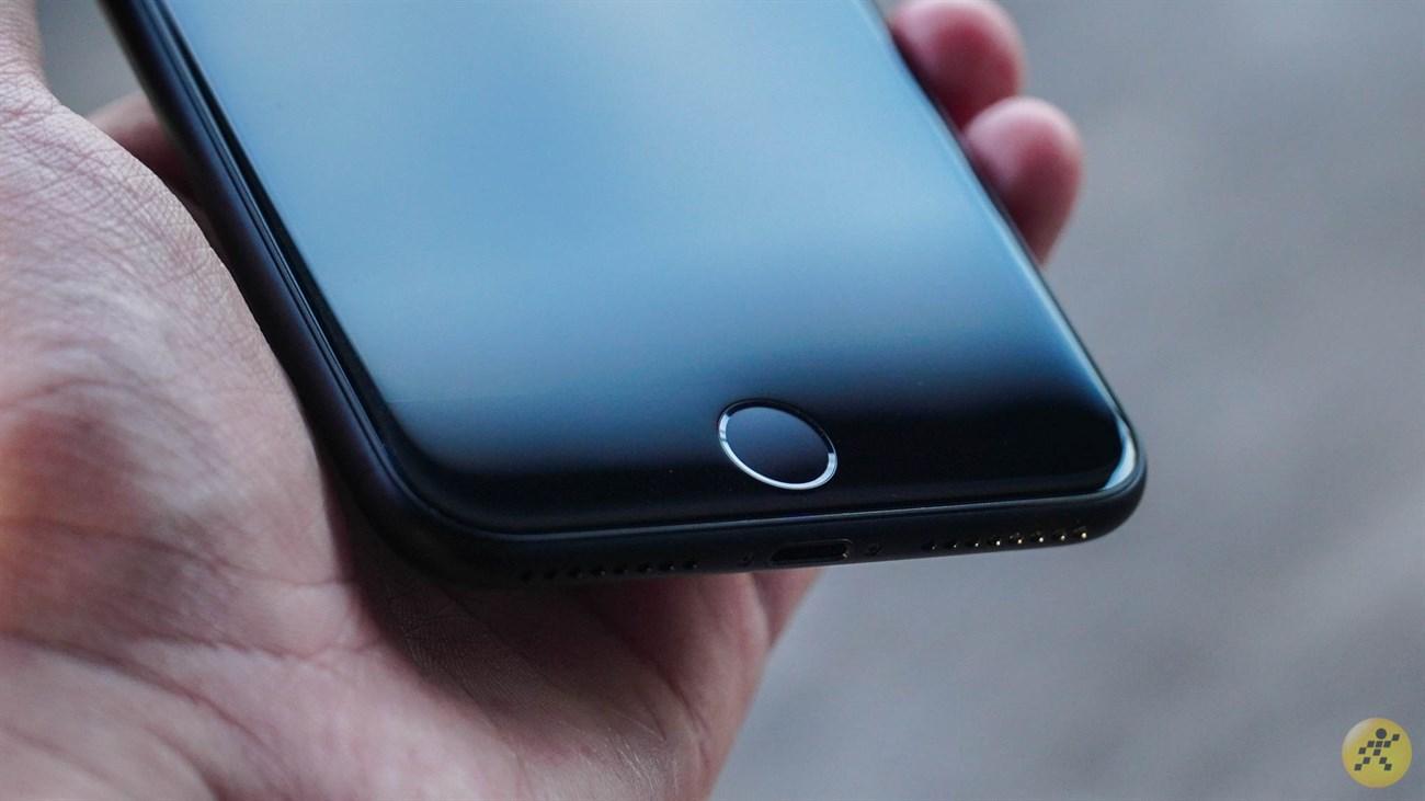 Built-in fingerprint sensor on the iPhone 7 Plus Home button