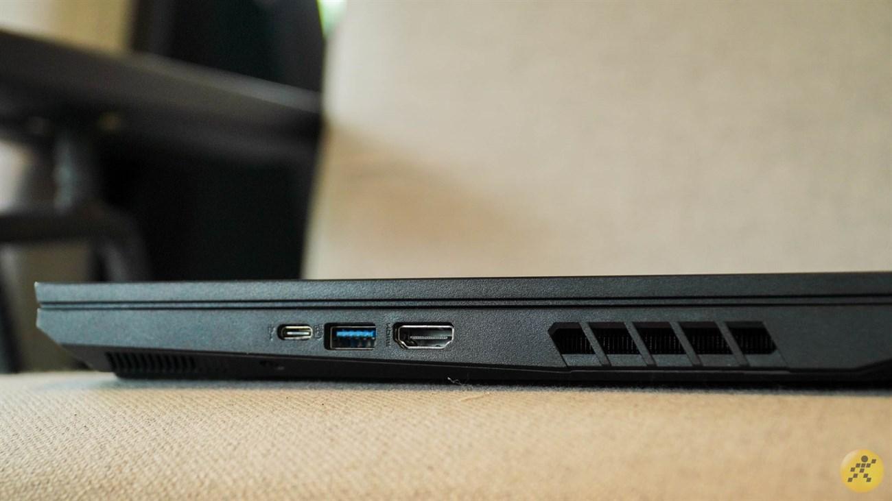 Cạnh phải của Acer Nitro 5