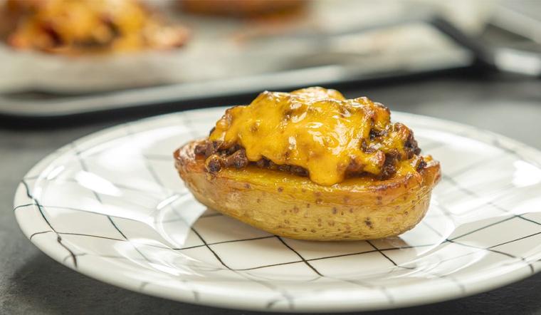 Ăn tối 'chanh sả' cùng món thịt bò nhồi khoai tây nướng thơm lừng cả gian bếp