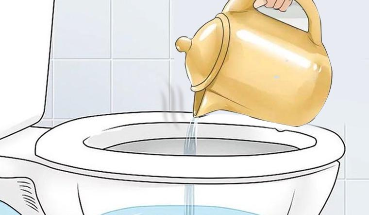 Vì sao phải đổ nước sôi vào bồn cầu khi nhận phòng khách sạn?
