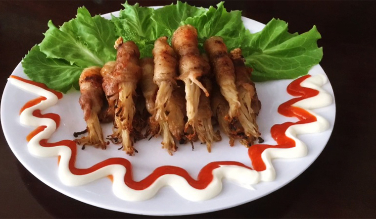 Cách làm thịt ba chỉ cuộn nấm kim châm nướng mềm, thơm ăn mãi chẳng ngán
