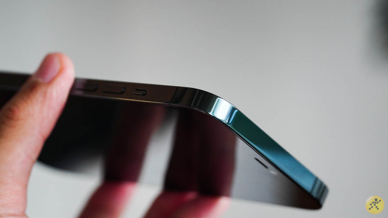 The square machined angle exudes attraction when holding it in the hand