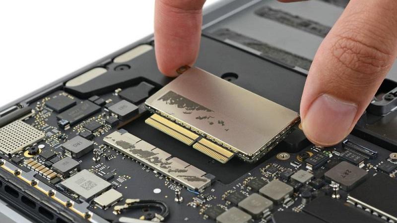 Việc mua máy trước rồi RAM và ổ cứng tính sau là thói quen của nhiều người