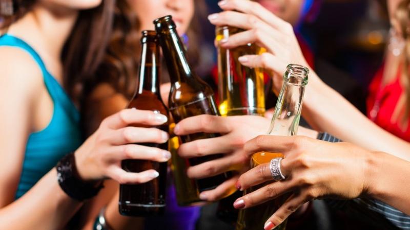 Sử dụng bia cho những buổi họp mặt bạn bè