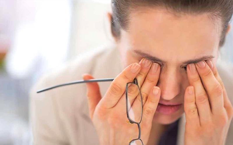 Gây căng thẳng, mệt mỏi cho mắt