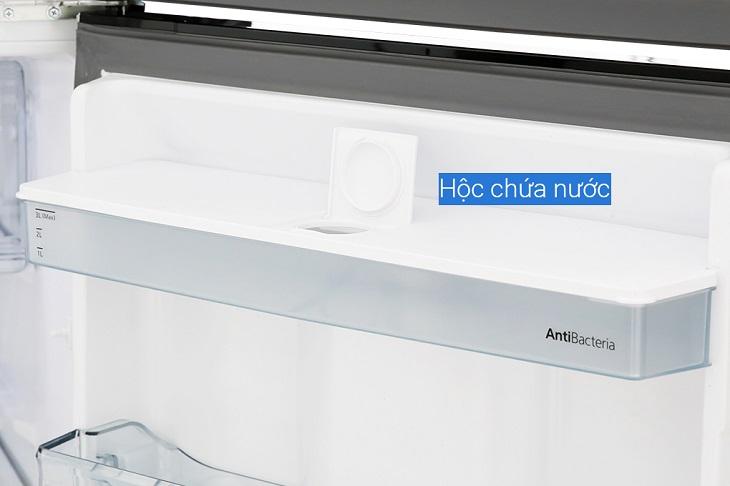 Hộp chứa nước được làm bằng chất liệu nhựa pha kẽm kháng khuẩn trên tủ lạnh Panasonic dòng BL