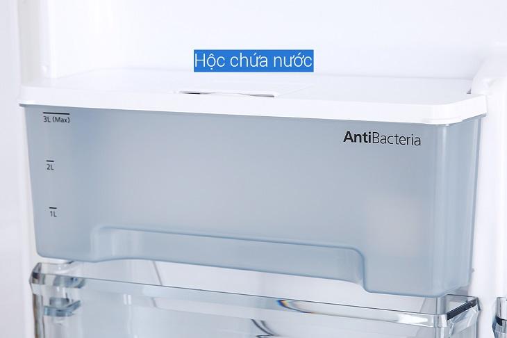 Hộp chứa nước được làm bằng chất liệu nhựa pha kẽm kháng khuẩn trên tủ lạnh Panasonic dòng BV