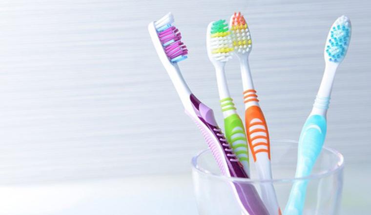 Tại sao lông bàn chải đánh răng thường có 2,3 màu?