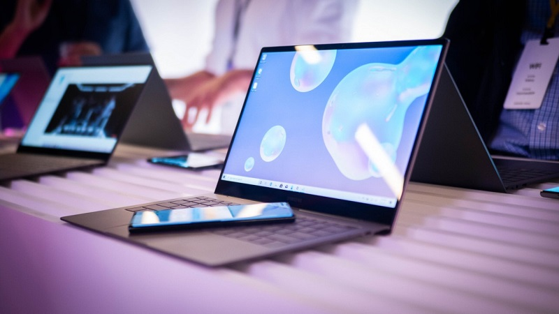 Dự đoán những biến động của thị trường laptop và smartphone thế giới trong năm 2021. Ông lớn nào sẽ dẫn đầu thị trường?