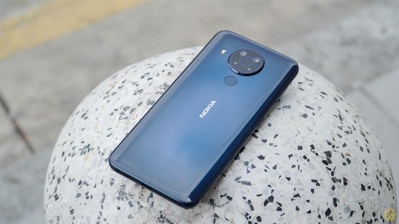Nokia 5.4 được gia công bằng nhựa...