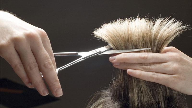 Đầu năm có được cắt tóc không?