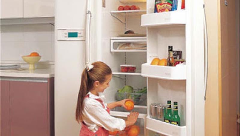 Bỏ keo 502 vào ngăn mát tủ lạnh sẽ làm cho thành phần của keo có thể tránh tiếp xúc với không khí bên ngoài