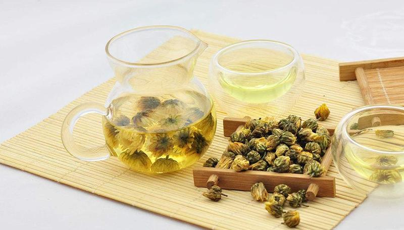 Làm vàng tóc bằng trà hoa cúc