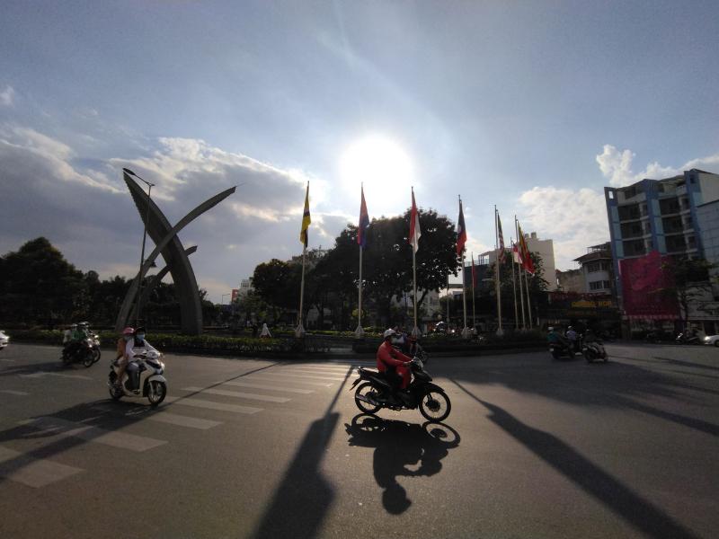 Chụp ảnh góc rộng tự động điều kiện ngược sáng trên Redmi 9T.