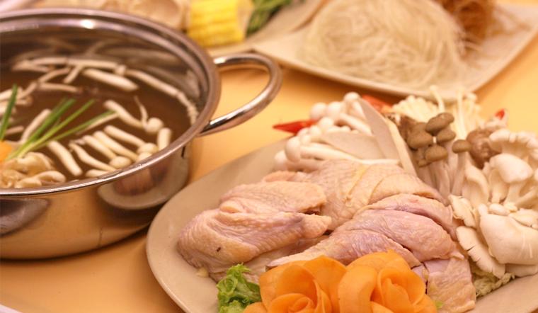 Cách nấu lẩu gà nấu nấm ấm nóng bổ dưỡng cho cả gia đình
