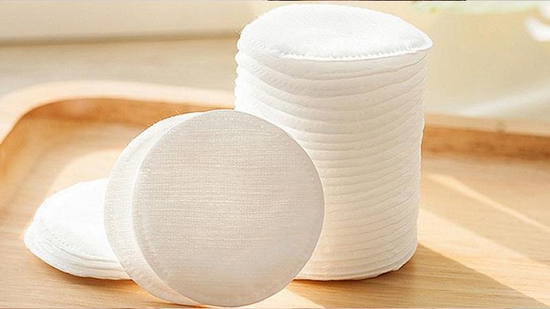 Bông tẩy trang Puri được làm từ vải không dệt