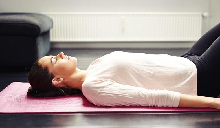 Ngủ dưới sàn nhà có thật sự hại cho sức khỏe như bạn nghĩ?
