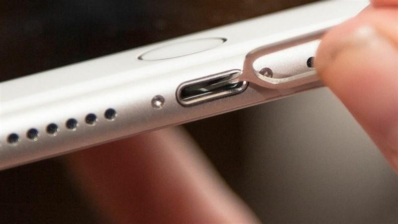 Vệ sinh cổng sạc iPhone