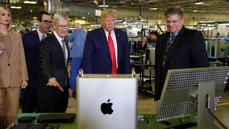 CEO Tim Cook đã tặng cựu Tổng thống Mỹ Donald Trump chiếc Mac Pro 2019 đầu tiên trị giá hơn 130 triệu đồng
